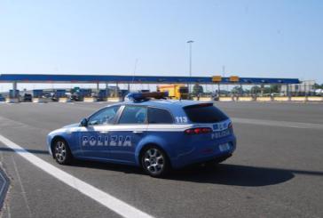 Ruba una volkswagen Polo, viene inseguito ed arrestato