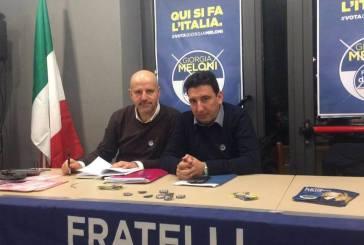Etel Sigismondi si presenta tra l'entusiasmo dei suoi elettori