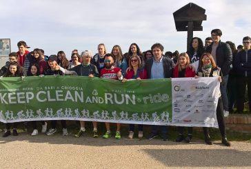 Gli alunni del Palizzi e del Pantini ripuliscono la spiaggia di Punta Penna