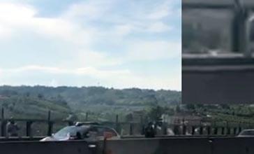 Dramma sull'A14, steso un telone sotto l'uomo appeso al viadotto. La compagna è morta