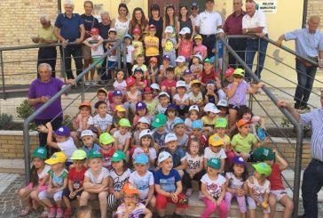 La scuola dell'infanzia Bimbo 2000 in visita il comando della Polizia Locale