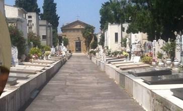 Tangenti al Cimitero, la polizia apre alcune tombe