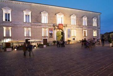 Vasto, un successo l'evento-spettacolo degli abiti d'epoca a Palazzo d'Avalos