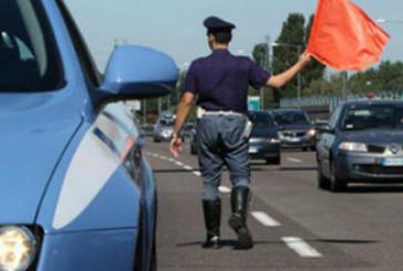 Tenta di rubare nell'auto sull'A14, 45enne arrestato