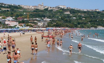 Lite sulla spiaggia di Vasto Marina a Ferragosto, ora indagano i Carabinieri