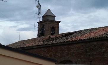 Tetto crollato in chiesa, da domani al via i lavori