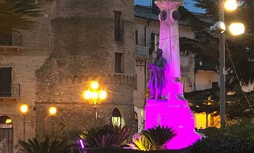 Vasto, il monumento a Rossetti si è acceso di rosa