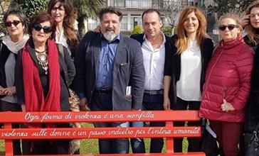 Una Panchina Rossa contro la violenza sulle donne