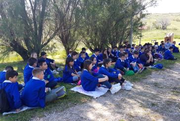 Lezione di storia all'aria aperta per gli studenti delle classi quinte