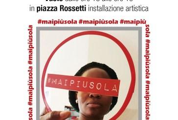 """""""#Maipiusola"""", in piazza Rossetti un'installazione in occasione della giornata contro la violenza sulle donne"""