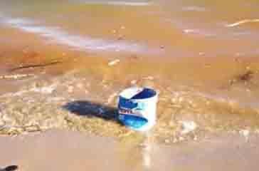 La spiaggia di Vasto Marina invasa dai rifiuti