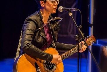 La cantautrice Lara Molino al fianco del poeta Franco Arminio. L'11 dicembre a Vasto, al Polo Liceale Pàntini-Pudente