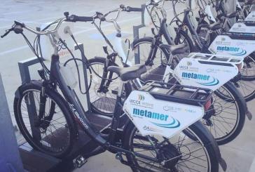 Vasto, una postazione del bike sharing sotto il portico del Municipio