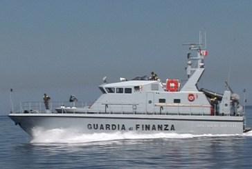 Fa surf a Termoli, multato dalla Guardia di Finanza, denunciati due velisti e multati quattro pescatori