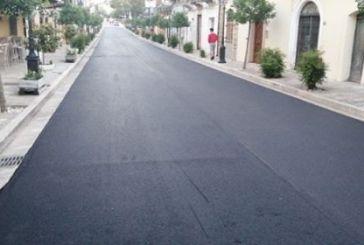 Gissi, asfalto sulle mattonelle di corso Gaspari