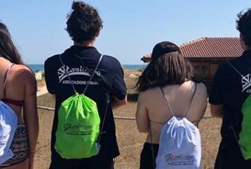 San Salvo, la Protezione civile Valtrigno consegna i portacenere nelle spiagge libere