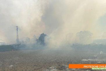 Incendio a Vasto Marina, momentaneamente chiusi il tratto ferroviario e la Statale 16