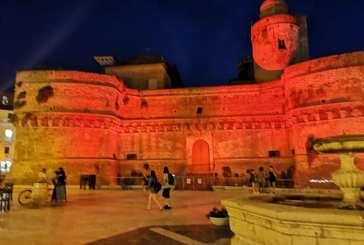 Monumenti illuminati per celebrare l'impegno degli operatori sanitari e dei cittadini