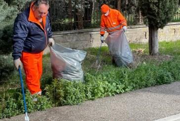 San Salvo, il Comune procede alla pulizia dei rifiuti abbandonati nella zona industriale