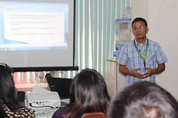 Engr. Vic M. Ines, OIC Provincial Agrarian Reform Program Officer II, explains that the credit management seminar prepares the agrarian reform beneficiaries organizations to become credit conduits of the Land Bank of the Philippines.  (Jopo Guerrero)