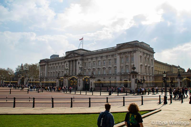 Tijdens mijn tripje naar de veelzijdige stad Londen, heb ik een hoop gezien en gedaan. Waaronder het bezoeken van een aantal typische toeristen hotspots. En met een vriendin die in een van de Londense wijken woont, heb ik de stad heerlijk kunnen ervaren. En vandaag deel ik mijn favoriete bezienswaardigheden in Londen  buckingham palace windsor castle