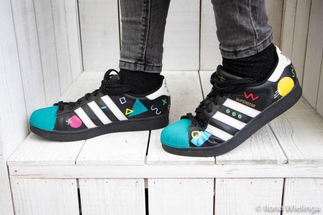 beschilderde adidas schoenen 2