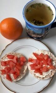 Riisileivakesed tomatiga