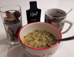 Tervislik hommikusöök- puuviljamüsli ja marjad