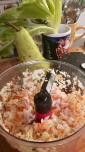 Porgandi-kapsasalat oliivõliga ja näkileibadega