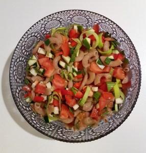Rukkimakaroni-tomati-paprikasalat