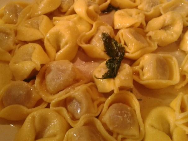tortellini s máslem a šalvějí