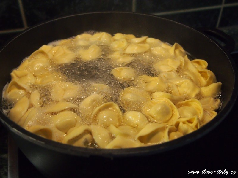 tortellini italské