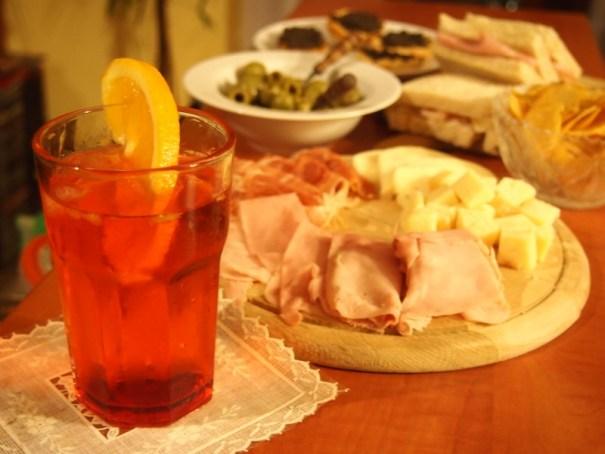 večerní aperitiv v itálii
