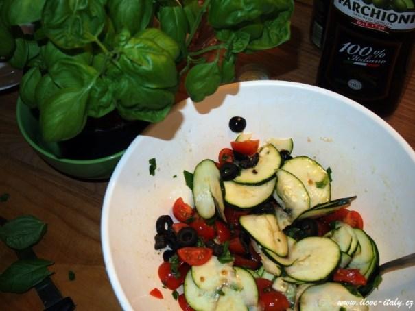 bazalka a jiná zelenina