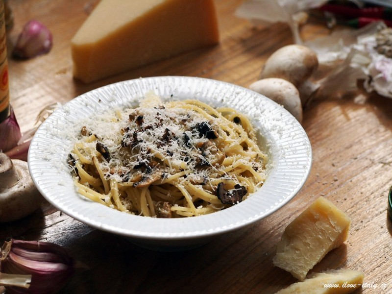 těstoviny s lanýžem a houbami