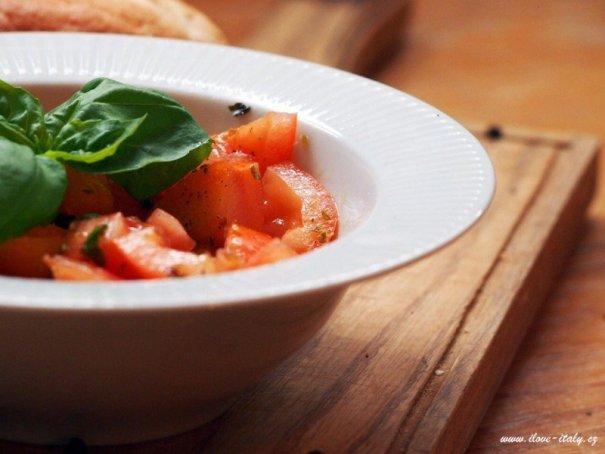 rajčatový salát v itálii