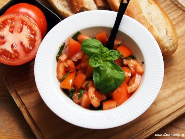 italský salát z rajčat