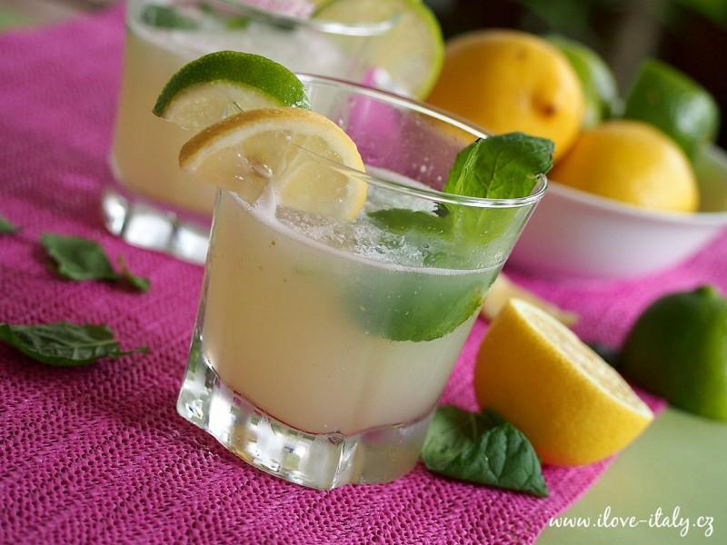 koktejl s citronem