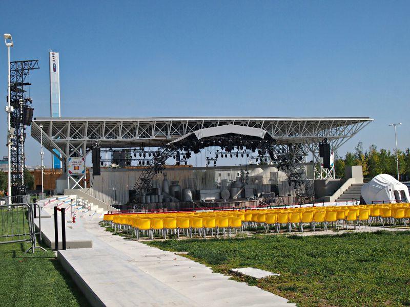 tady se konají veškerá velká představení a koncerty