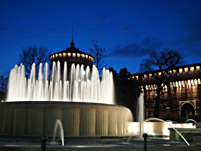 fontána naproti Castello Sforzesco