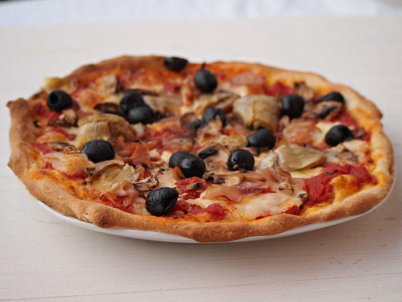 pizza capricciosa italská