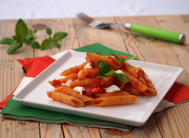 penne s mozzarellou a rajčaty