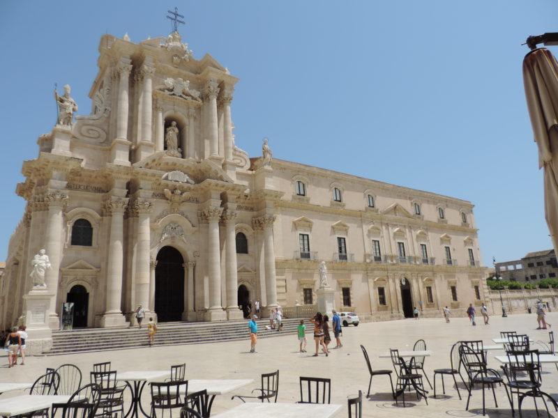 Siracusa řecký chrám bohyně Athény a náměstí Piazza Duomo