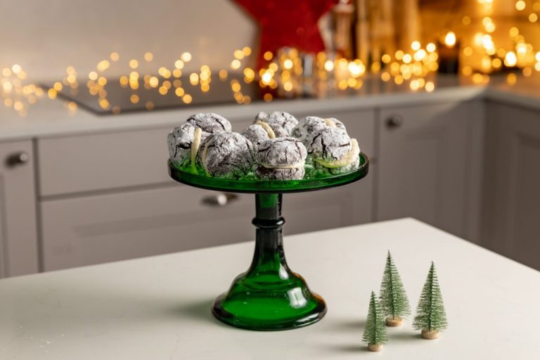 Shane Smith's Chocolate Crinkle Cookie Sandwiches, I Love Cooking, Christmas recipes, festive recipes