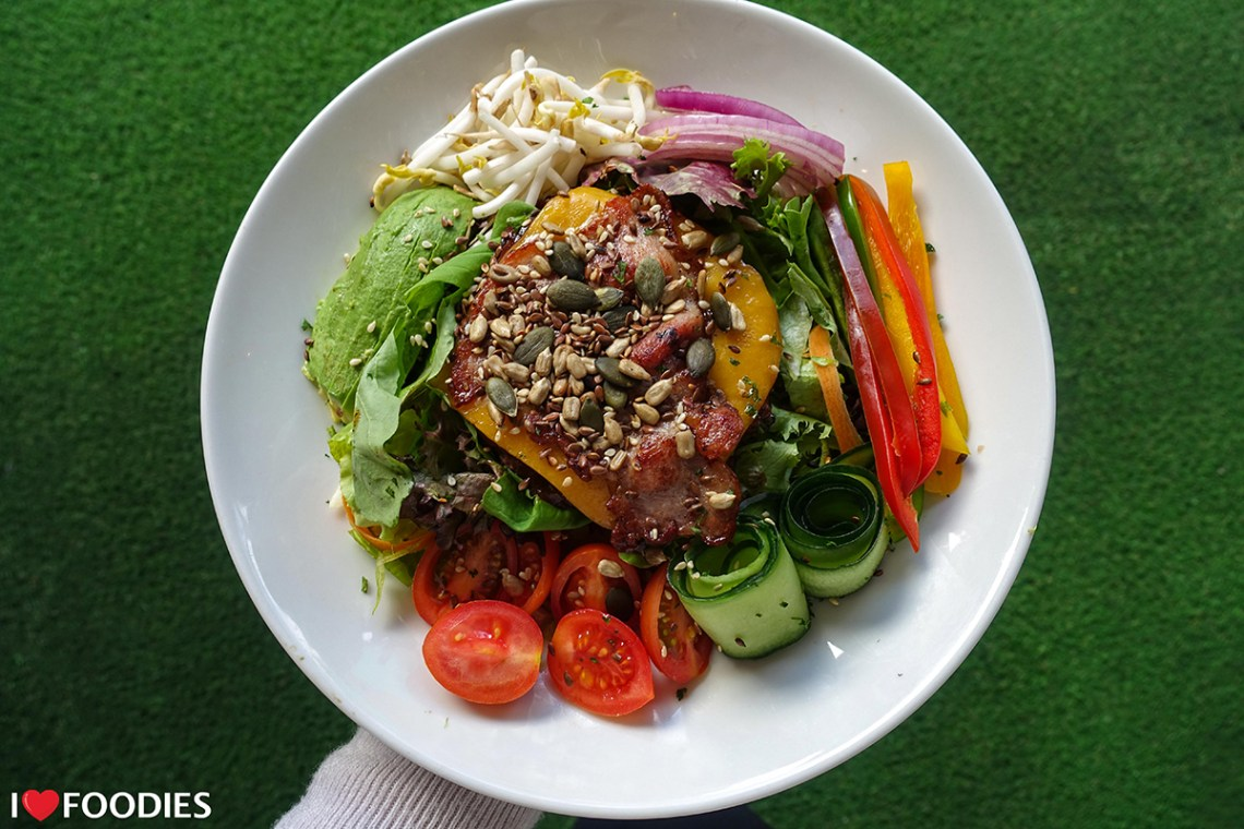 Cape Town's Best Low Carb Burger: Da Vinci's Windsor Burger In A Bowl Topped With Seeds