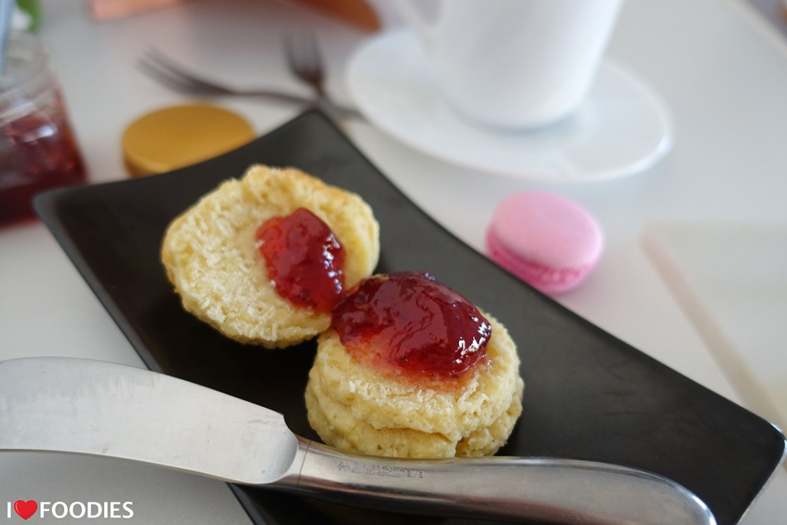 Scones, cut open, with strawberry jam