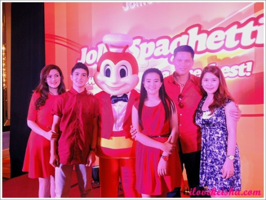 Carmina Villaroel and family fro Jollibee with Keisha's Mom