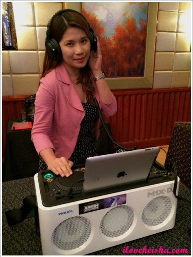 Keisha's Mom Loves Philips A5-PRO and M1x DJ