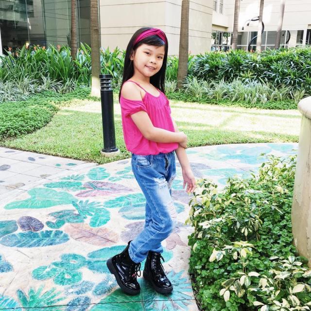 She really poses better than I do Kanino kaya nagmana?hellip