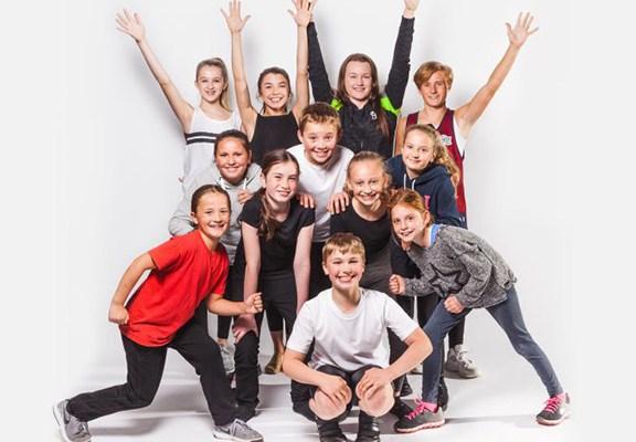 juvenile-chorus-buxton-opera-house-pantomime